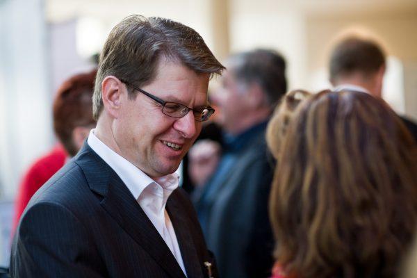 Ralf Stegner im Gespräch_Foto: Olaf Bathke